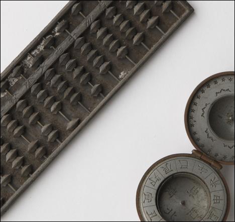 方位磁石と算盤(そろばん)